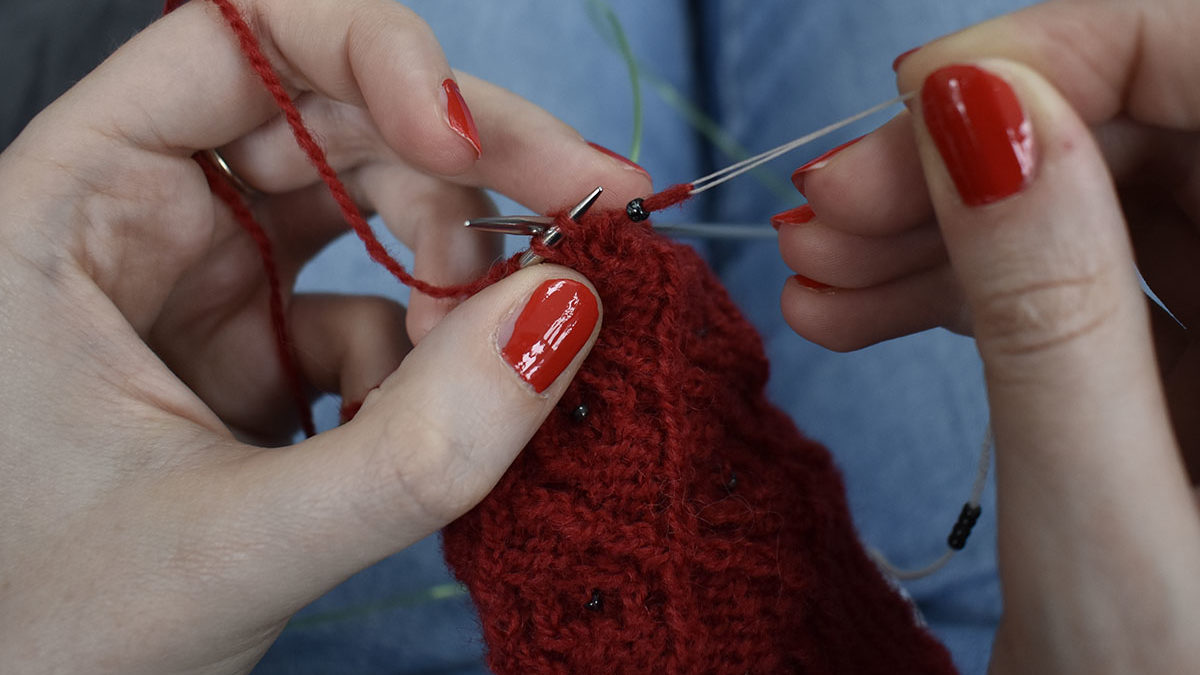 How to add beads to your knitting: the superfloss method