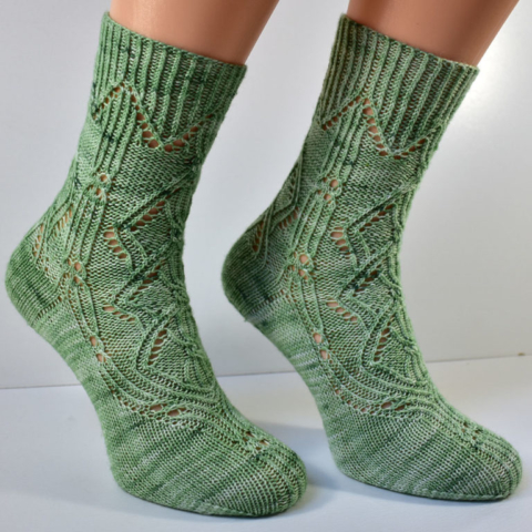Triforium sock pattern with cables and lace